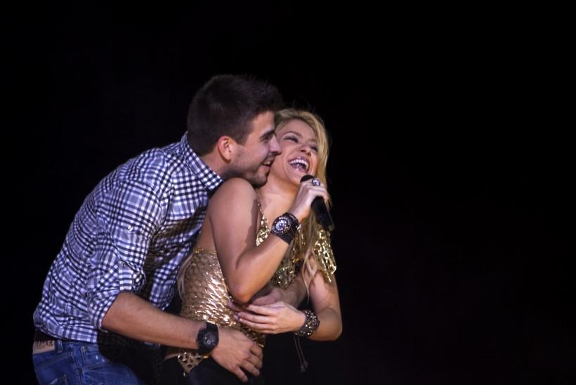 FOTO | Gerard Pique nautis koos abikaasa Shakiraga jõuluvana juures talvemõnusid
