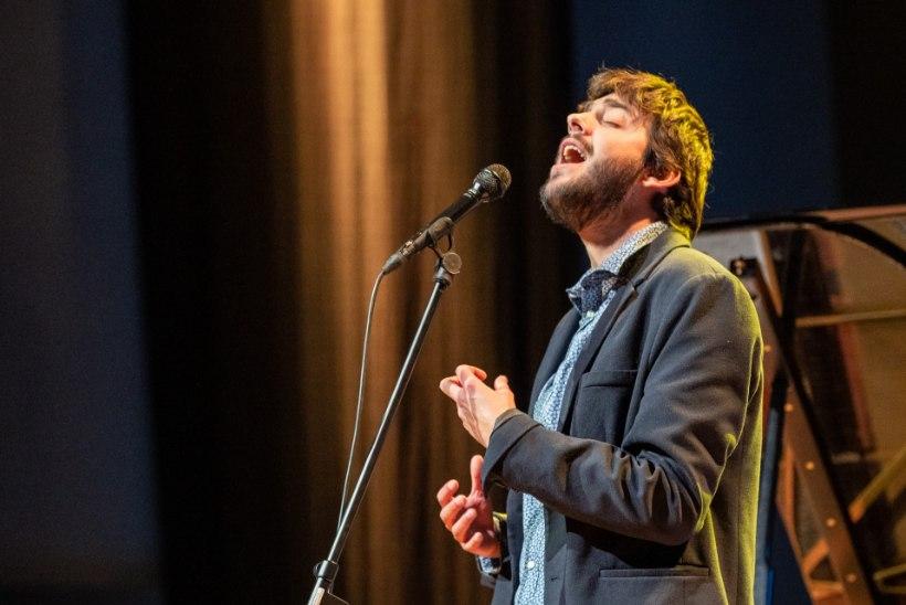 GALERII | Salvador Sobral esines festivalil Jõulujazz Vanemuise kontserdimajas täissaalile