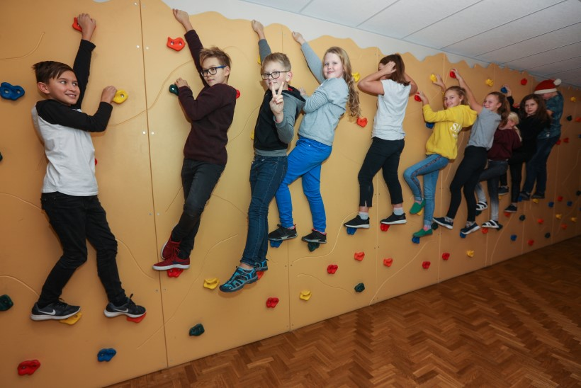 UUS SUUND: võimlata koolimajas saavad lapsed rahmeldada matemaatikatunnis
