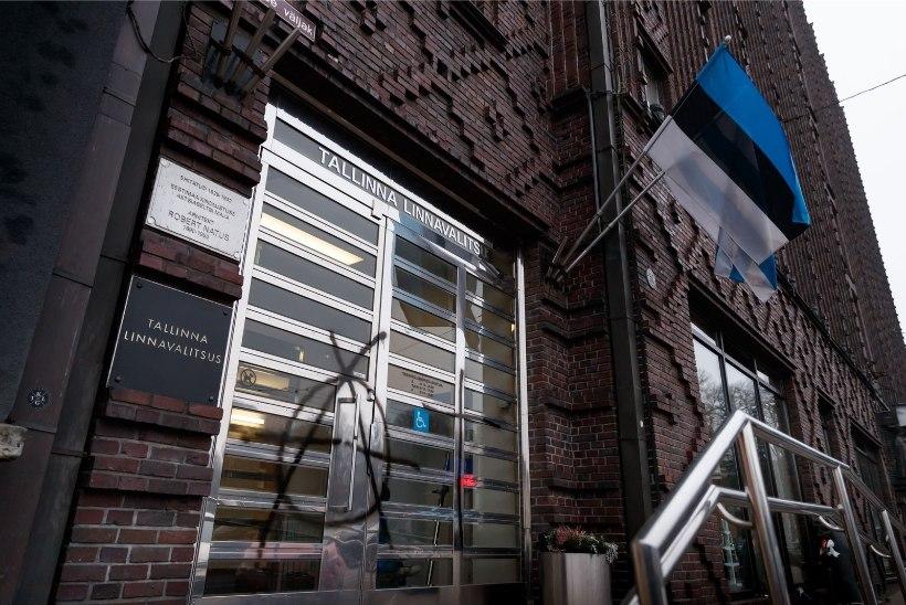 PILTUUDIS | Keegi on öösel Tallinna linnavalitsuse uksed ära sodinud