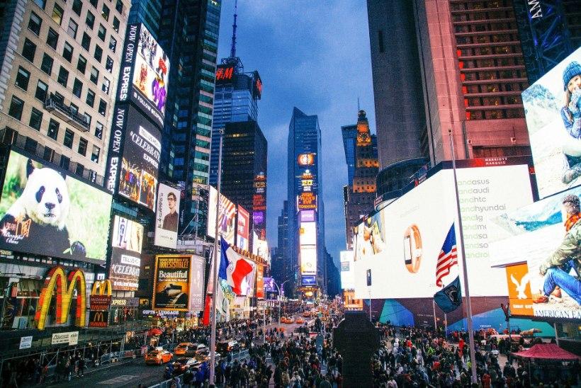 Videomängur teeb vana-aasta õhtul Times Square'il 12-tunnise etteaste