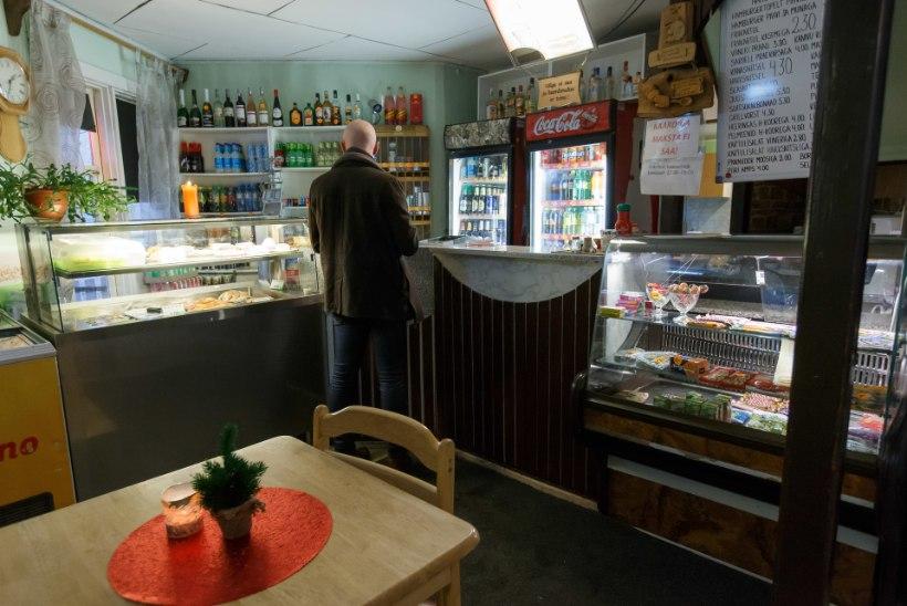 ÕÕVASTAV: röövlid peksid olematu raha nimel oimetuks kohviku teenindaja