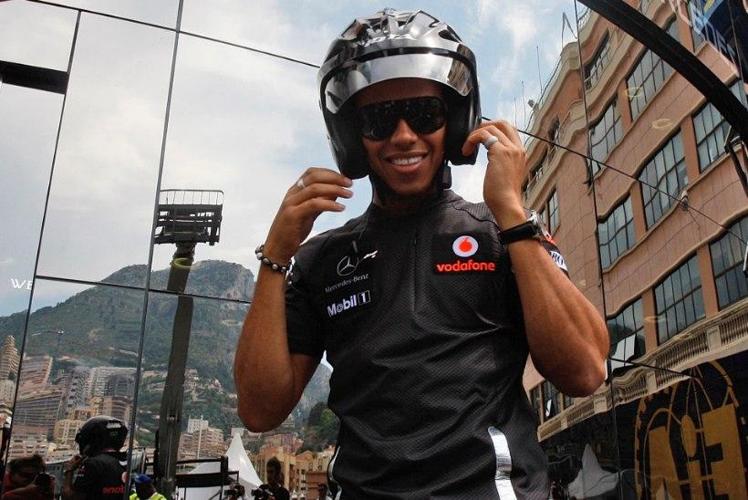 Ootamatult ala vahetanud Lewis Hamilton tegi kohe avarii