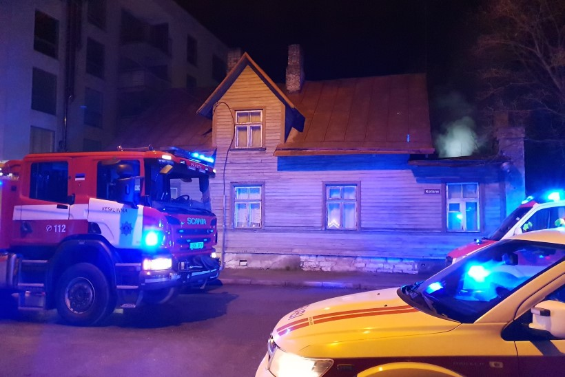 VIDEOD JA GALERII | Tallinnas hukkus elumaja põlengus kaks inimest, neli kannatanut viidi haiglasse