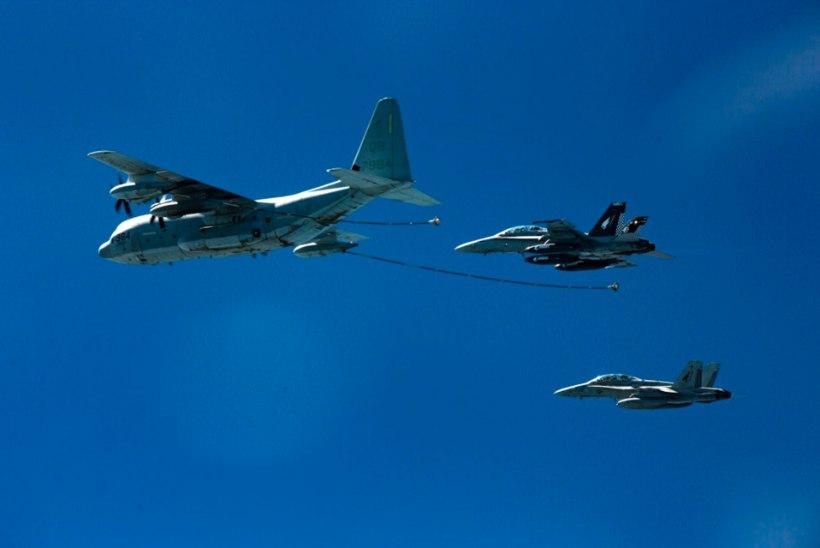 Два американских военных самолета упали в Тихий океан во время заправки в воздухе
