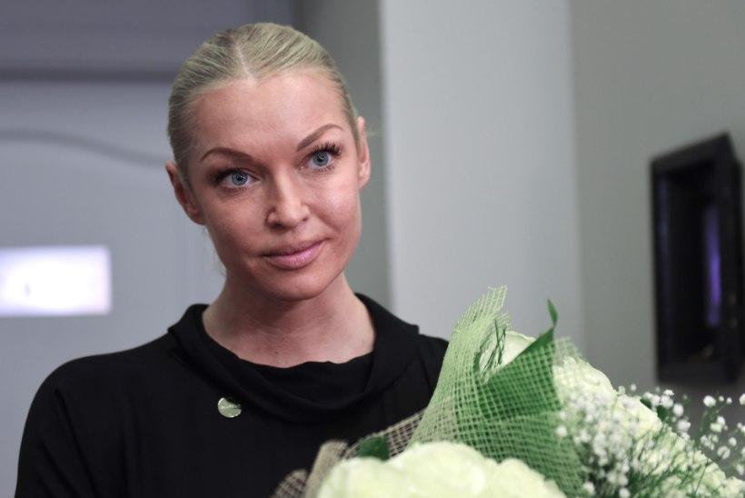 Бывший водитель Анастасии Волочковой осужден на три года условно