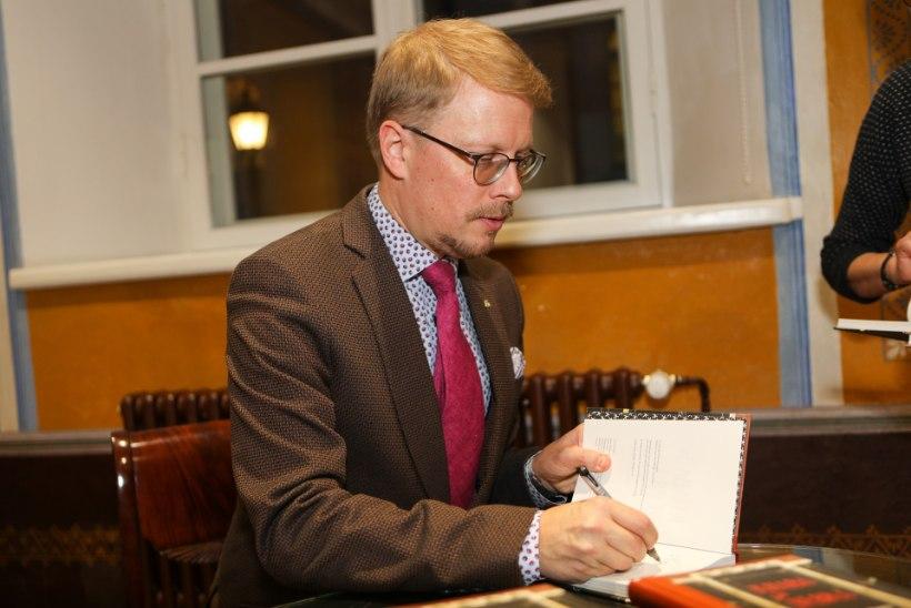 Tartu linnakirjanik Mika Keränen keerutas jalga Soome presidendi peol