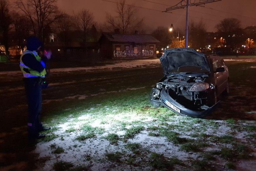 VIDEO JA FOTOD | Järjekordne õnnetus trammi ja auto vahel