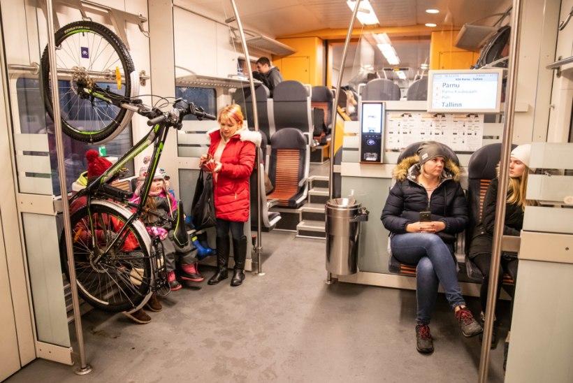 HÜVASTI, PÄRNU! Porgandpunane Tarapita lõpetas rongiühenduse Eesti suurima linnaga