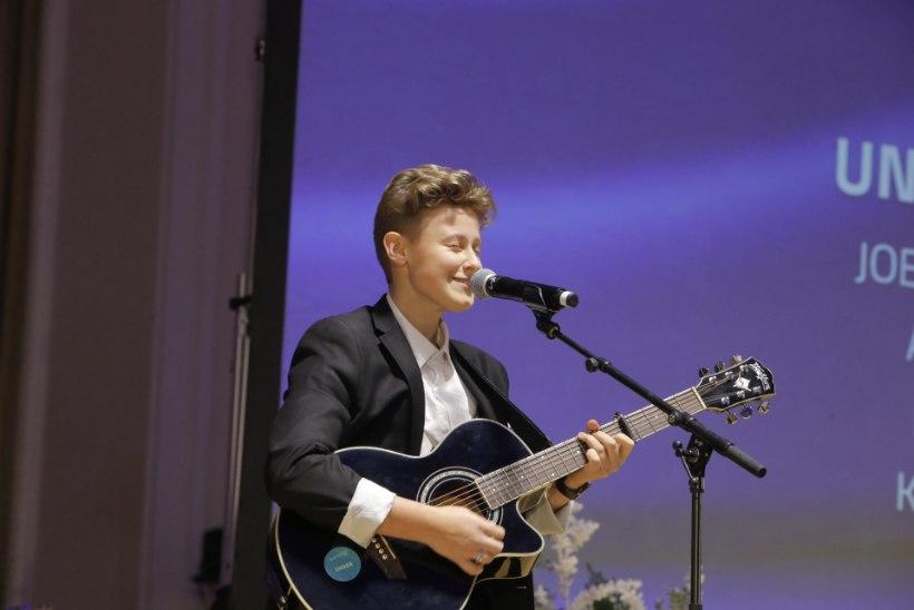 GALERII | Aivar Pohlak vahetas kuulsa vesti Karlssoni T-särgi vastu, laval säras ka 14aastane Andreas Poom