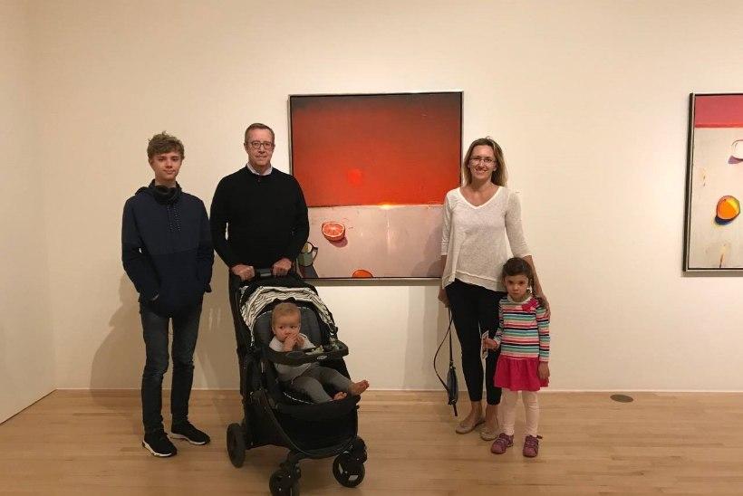 ARMAS PEREPILT   Toomas Hendrik ja Ieva Ilves viisid lapsed kunstinäitusele