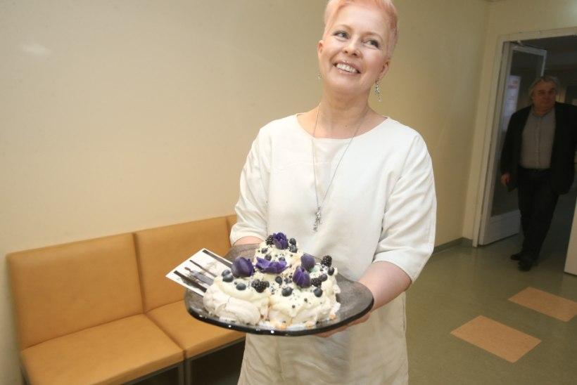 GALERII | Evelin Ilves andis lastehaigla toetajale tänutäheks tordi