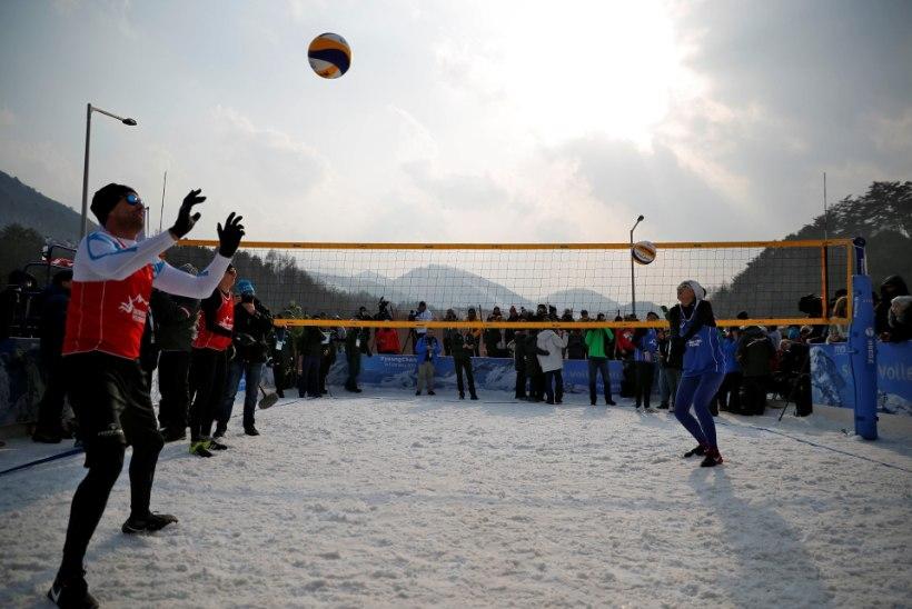 FOTOD ja VIDEO | Pyeongchangis pandi pall mängu ka lumevõrkpallis