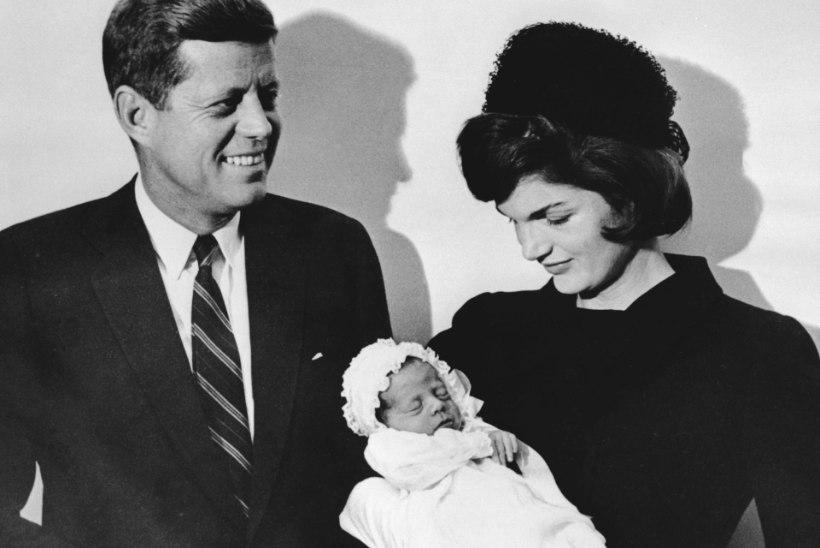 RAHA JA VÕIM! Jäine Jackie Kennedy hülgas kasina palgaga peiu