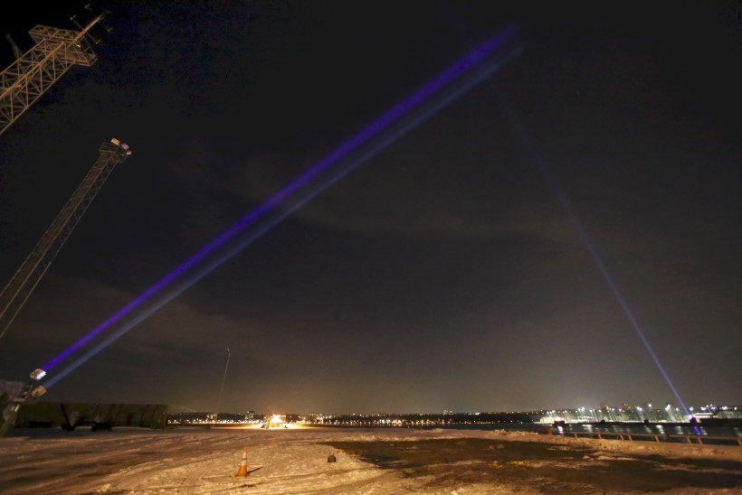 FOTOD   Tallinna Sadam süütas Eesti juubeliks valgusväravad