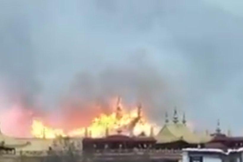 Tiibeti tähtsaimas budistlikus kloostris puhkes tulekahju
