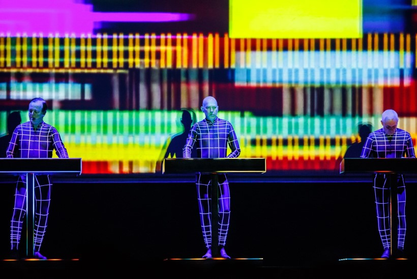 GALERII | Kraftwerk andis Saku suurhallis futuristliku 3D-kontserdi