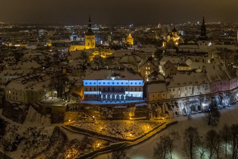 DROONIVIDEO | Stenbocki maja värvus EV100 sünnipäevanädalaks sinimustvalgeks