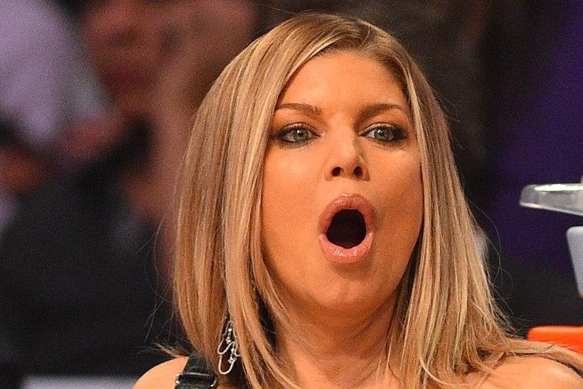 Fergie vabandas hümni totaalse tuksikeeramise pärast