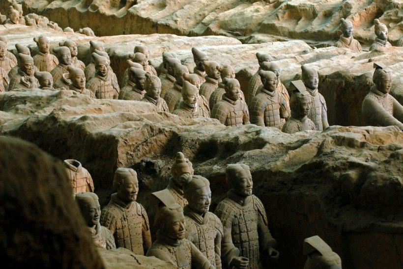 PÖIDLAST ILMA: piduline näppas iidse terrakotasõdalase sõrme