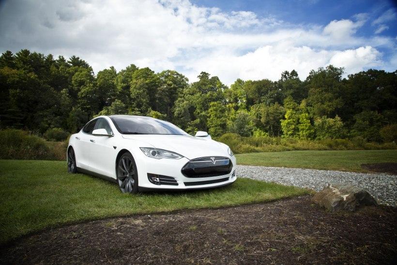 """Külm dušš """"vanadele"""" – Tesla Model S teeb Euroopas Saksa nooblitele tuule alla"""