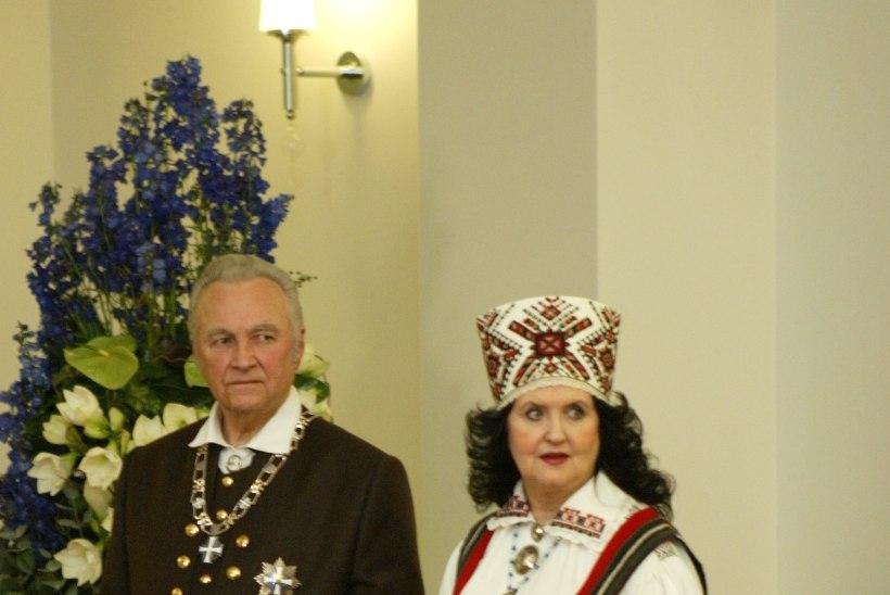 SUUR GALERII | Esileedid on läbi aegade kandnud nii omadisainitud kleite kui ka kodu- ja välismaiste moekunstnike loomingut