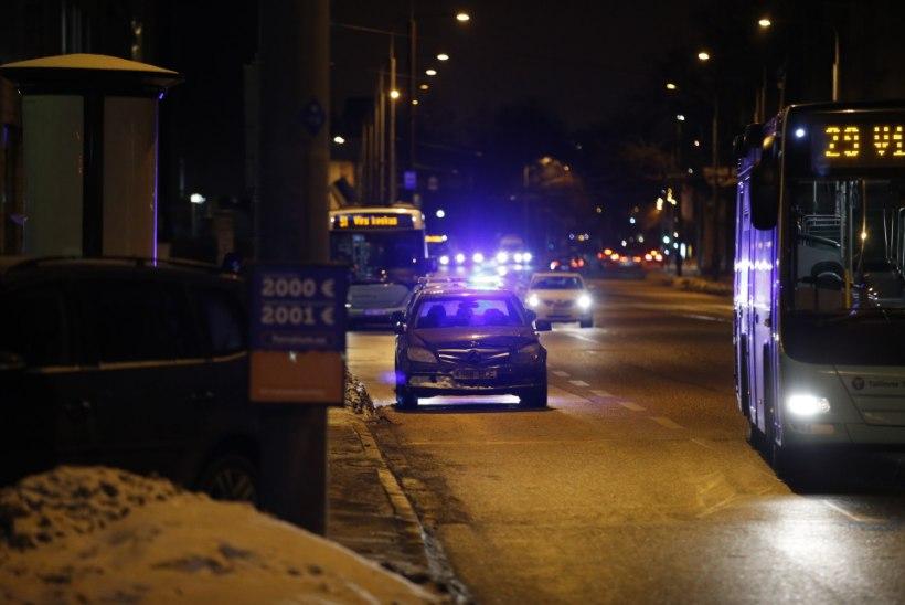 FOTOD ja VIDEO   Tallinnas Narva maanteel peatati politsei eest põgeneja teesuluga