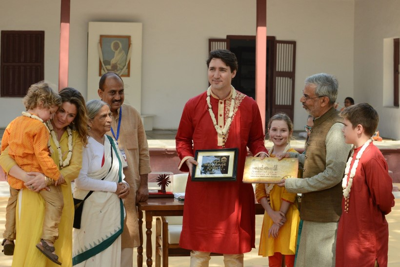 PILTUUDIS | Kanada peaministri Bollywoodi kostüümid panevad hindud muigama