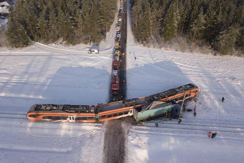 Rongi ramminud purjus veokijuht tegi raudteeohutusele teene