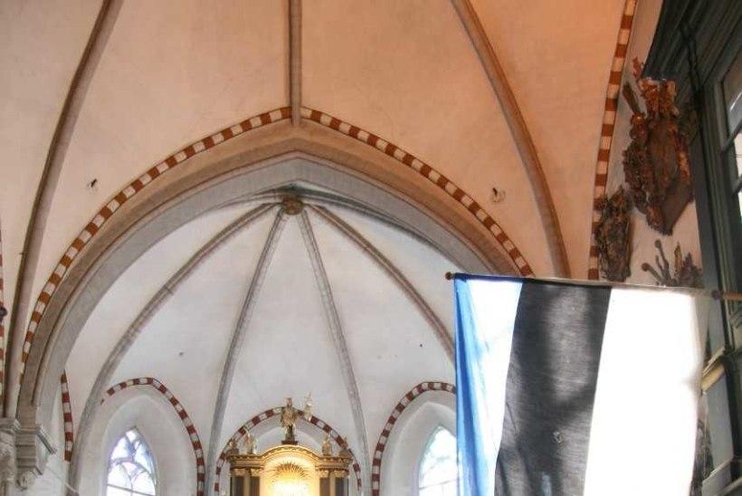 Toomkirik näitab hiiglaslikku peidus olnud riigilippu