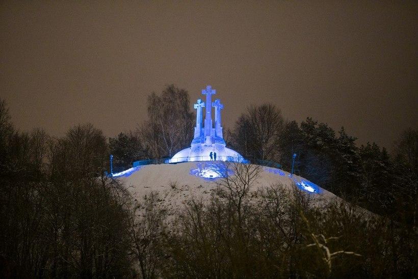VAATA FOTOSID | Vilnius värvub EV100 puhul sinimustvalgeks!