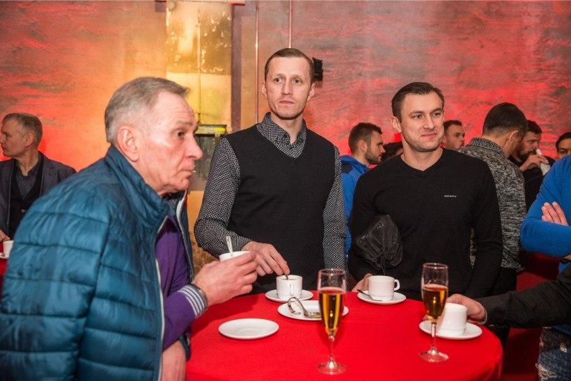 FOTOD   Eesti karikavõistlustel loositi surmapaar, hooaeg avati puusaagimisega