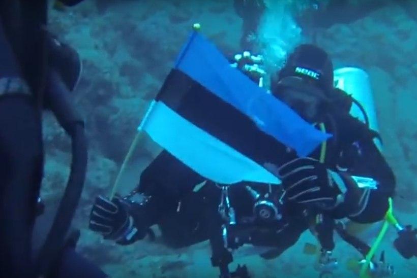 VIDEO | Sukeldujad viisid Eesti lipu 100 meetri sügavusele vee alla