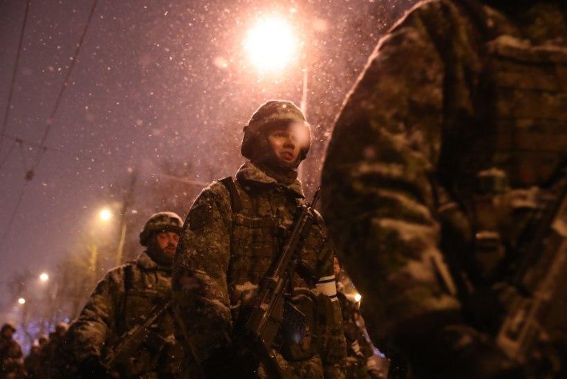 GALERII | Kaitsevägi tegi paraadi peaproovi karmi talveilma trotsides