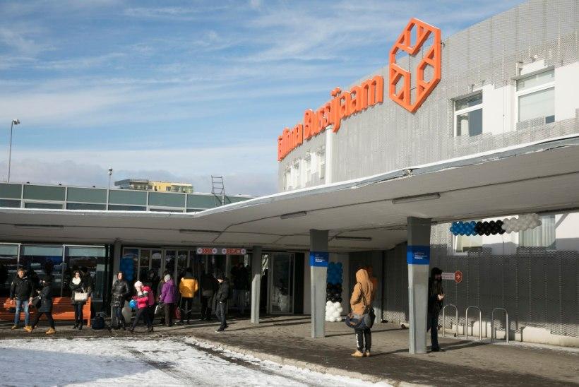 FOTOD | Tallinna bussijaam ehtis end sinimustvalgesse
