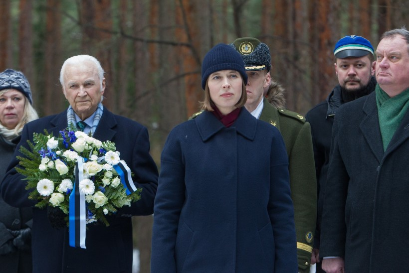 ÜHINE PRESIDENDIMATK: Arnold Rüütel annab teatepulga Kersti Kaljulaidile üle