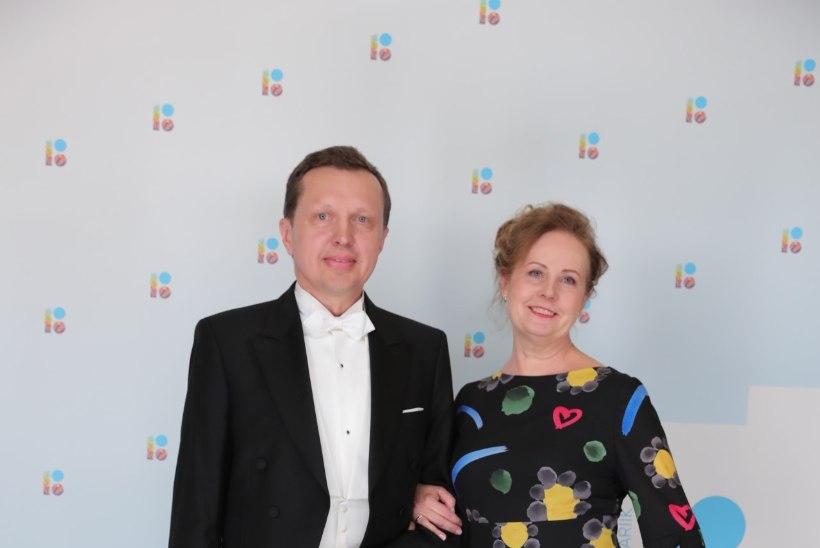 Presidendi vastuvõtu kleidid üllatavad värvide ja julgusega