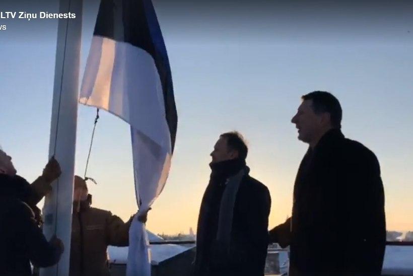 VIDEO | Lõunanaabrite austusavaldus: Eesti lipp tõmmati lehvima Riia lossi torni