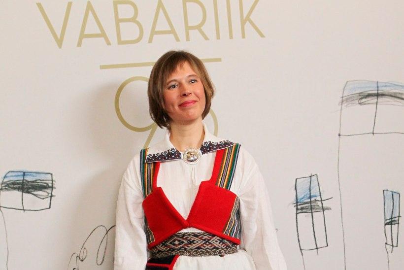 VIDEO | President Kersti Kaljulaidi tütar Silja Märdla pani vastuvõtule selga ema vanad rahvarõivad