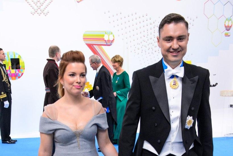 FOTO | MAITSEKAS VÕI ÜLE PIIRI? Luisa Rõivas tuli vastuvõtule väga julge dekolteeosaga kleidis