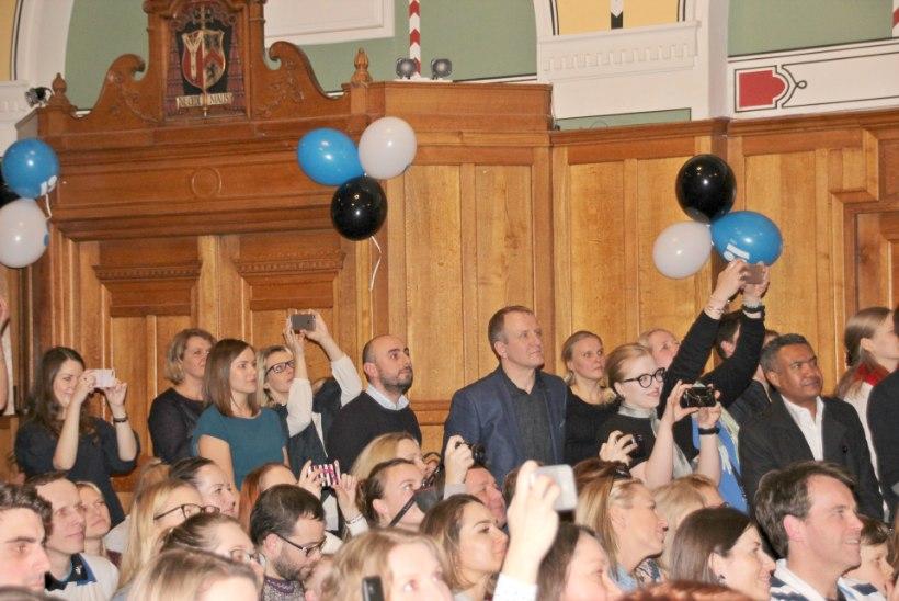Õhtuleht Londonis | Eesti Vabariik 100 tõi saali puupüsti sünnipäevalisi täis!