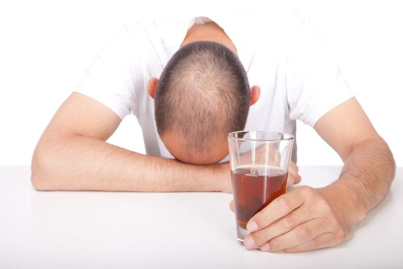 GRAAFIK   Viimase kolme aastaga on alkoholisurmad pidevalt vähenenud