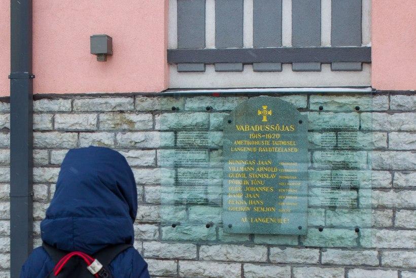 GALERII   Taas sai seinale 1940. aastast kadunud ja taasleitud raudteelaste mälestustahvel