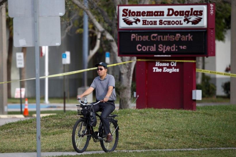 Florida kooli relvastatud valvur põhjendas, miks ta ei takistanud tulistajat