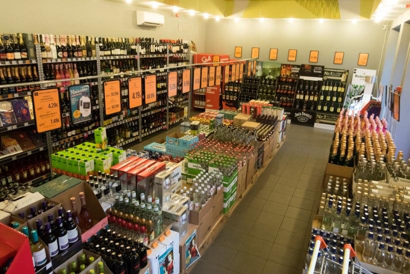 GRAAFIK | Kättpidi kliendi rahakotis: suured toidupoed panevad alkoholile kõvasti rohkem hinda juurde kui laopoed