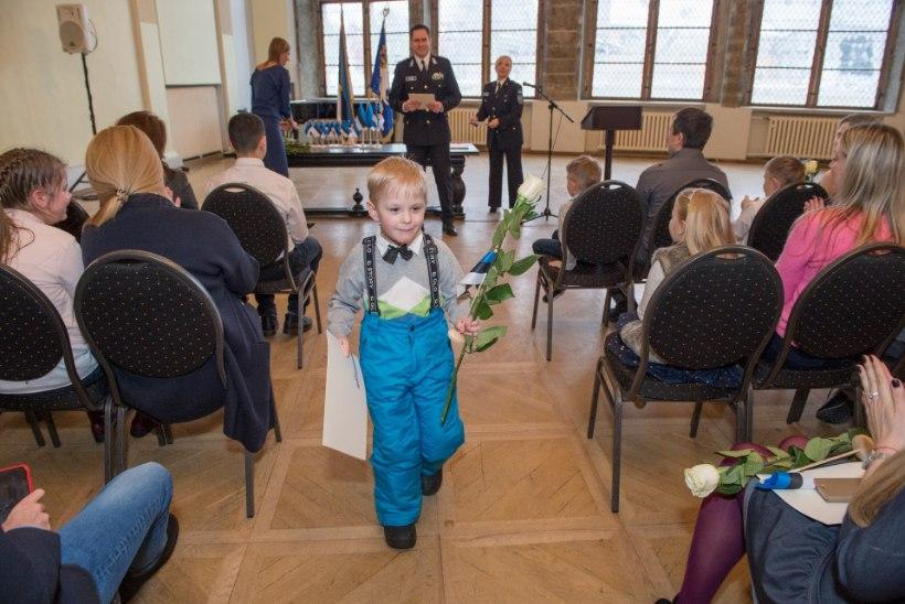 FOTOD | 45 last sai pidulikult kätte EV kodakondsustunnistused