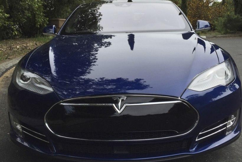 VÕIMAS VÄRK: Tesla S-ist valmis kuulikindel versioon
