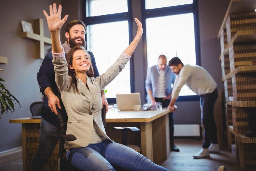 Naermine tugevdab sidet kolleegidega