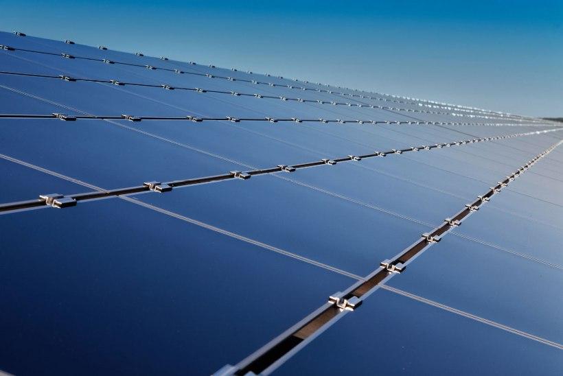 Pärnu plaanib prügimäele 22 000 päikesepaneeliga elektrijaama