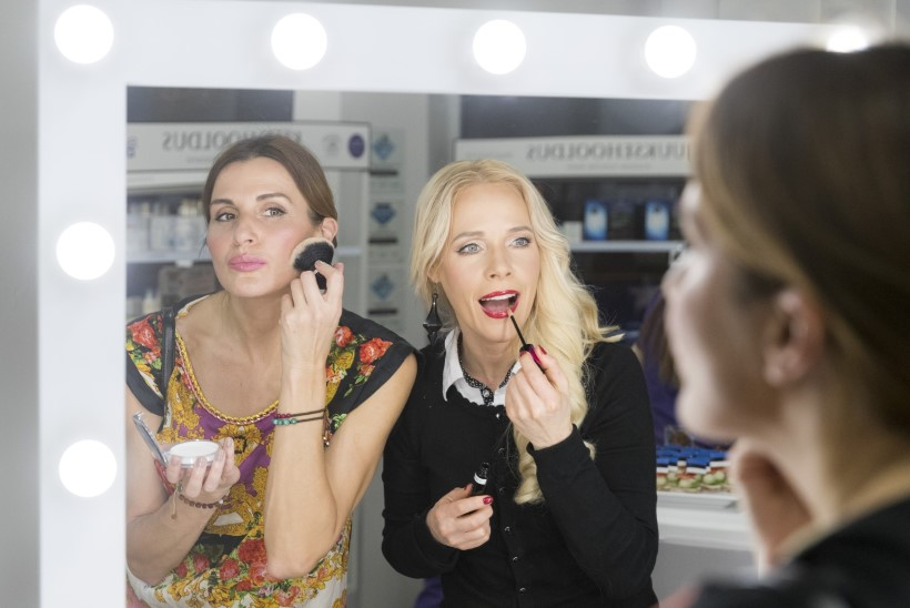 5O NIPPI | Staarmeikar Kaia Triisa testis musisuud suurendavat huuleläiget Koit Toome peal
